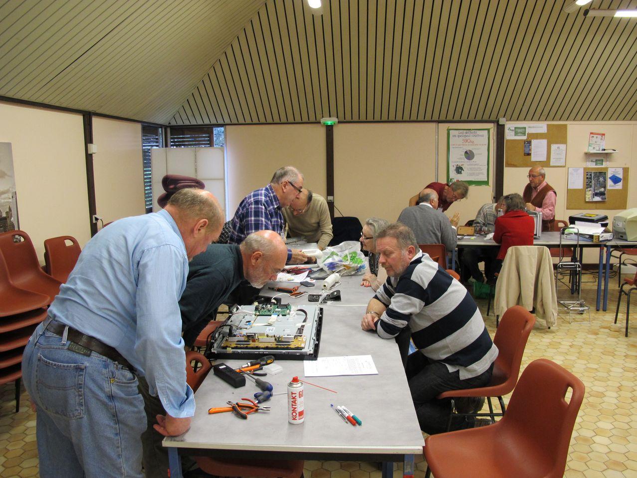 2014-11-25 Repair Café SERD 04_1